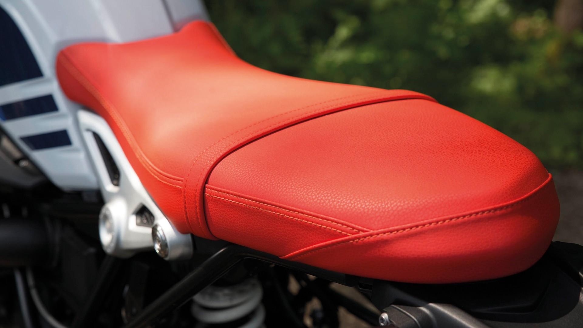 Червоне сидіння.