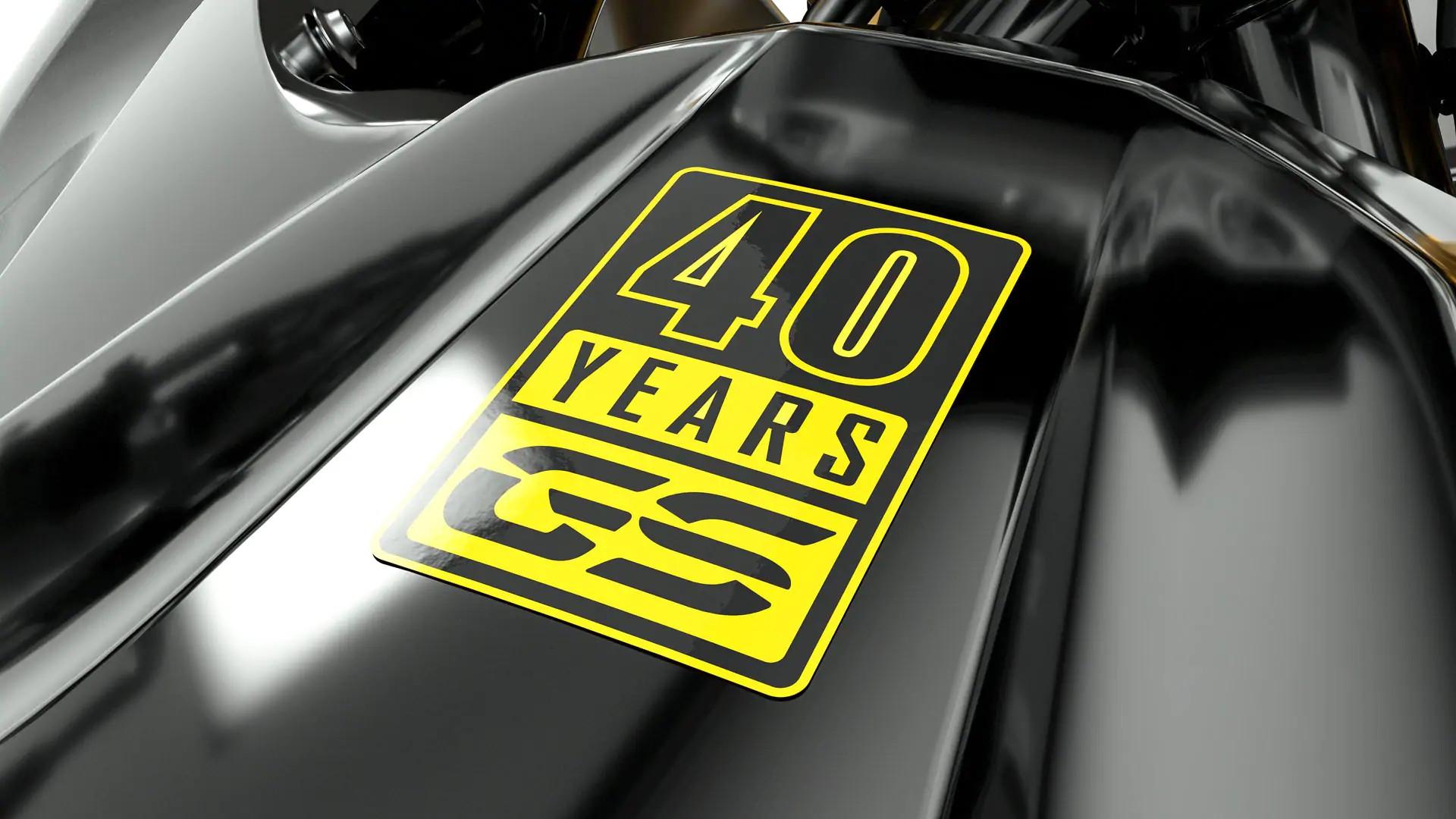 Желтая надпись 40 Years GS