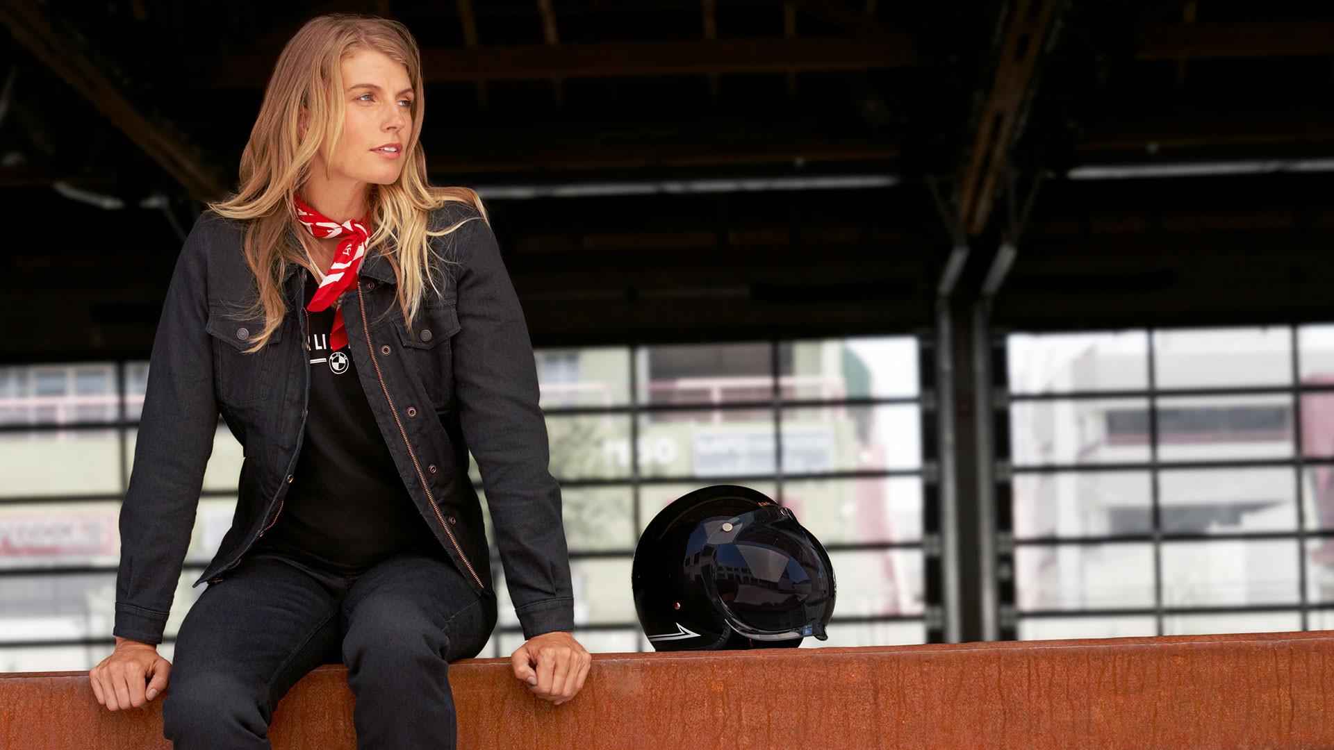 Женская джинсовая куртка RoadCrafted