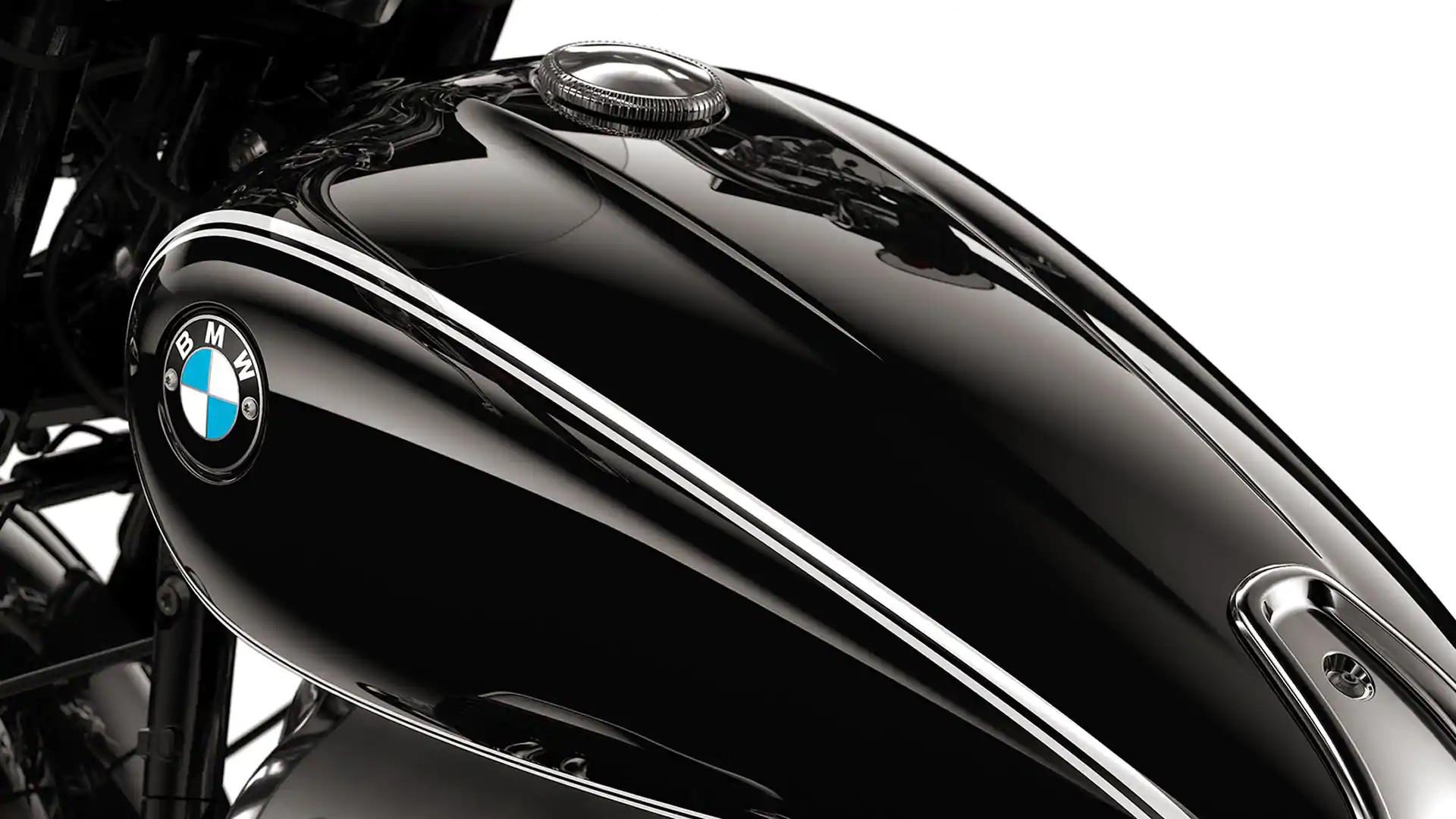 Черный бак с двойными цировками