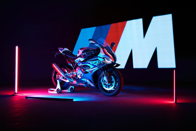 Новый супербайк BMW M 1000 RR